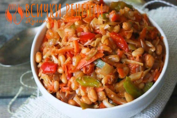 Бобена салата с лютеница и кисели краставички