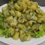 Картофена салата с кисели краставички