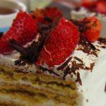 Бисквитена торта с ягоди