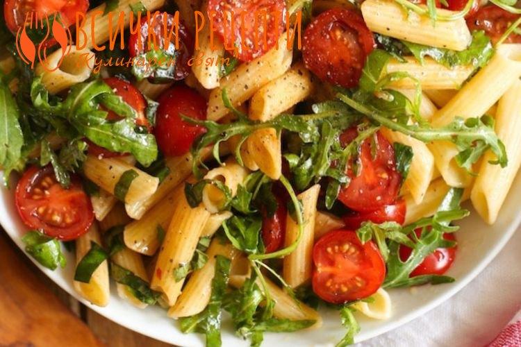 Салата с макарони и домати
