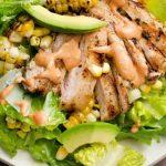 Салата с пилешко месо и царевица