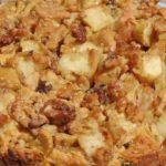 Сладкиш с ябълки и орехи