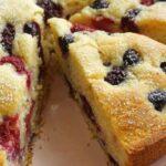 Бърз сладкиш със замразени плодове