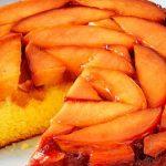 Карамелизиран сладкиш с праскови