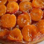 Обърнат сладкиш с кайсии и карамел
