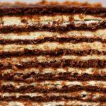 Шоколадова торта с медени блатове