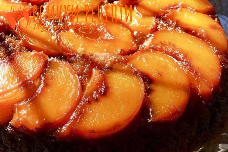 Сочен сладкиш с праскови