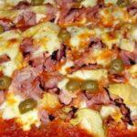 Пица с гъби, шунка и кашкавал