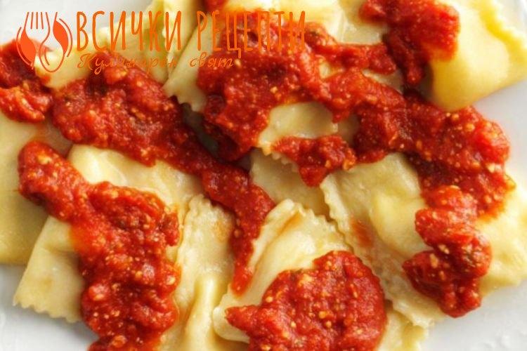 Равиоли с доматен сос
