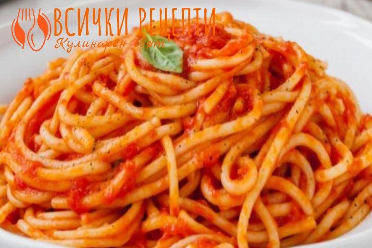 Спагети с кайма и доматен сос
